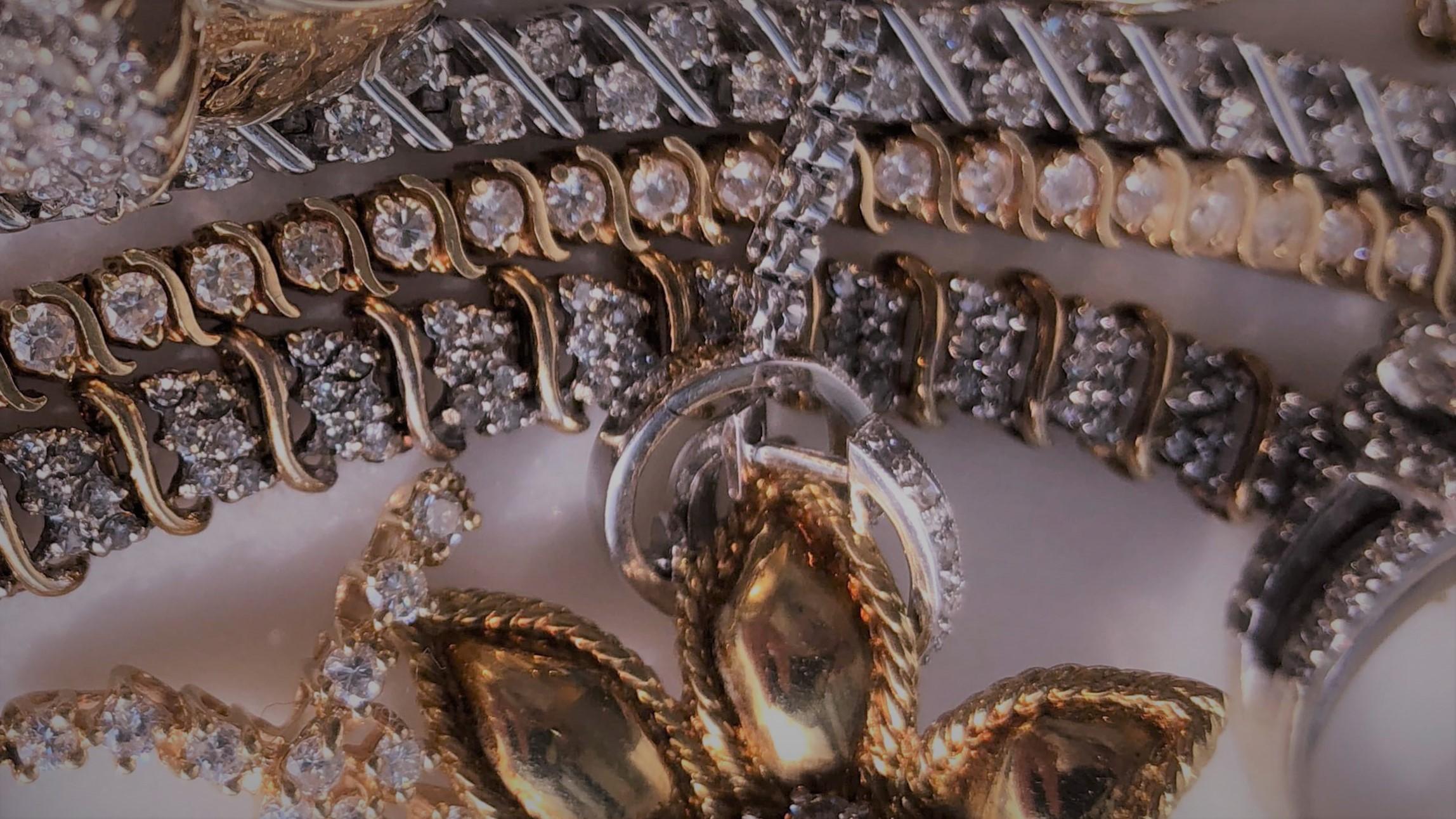 Ювелирные украшения: важный элемент гардероба