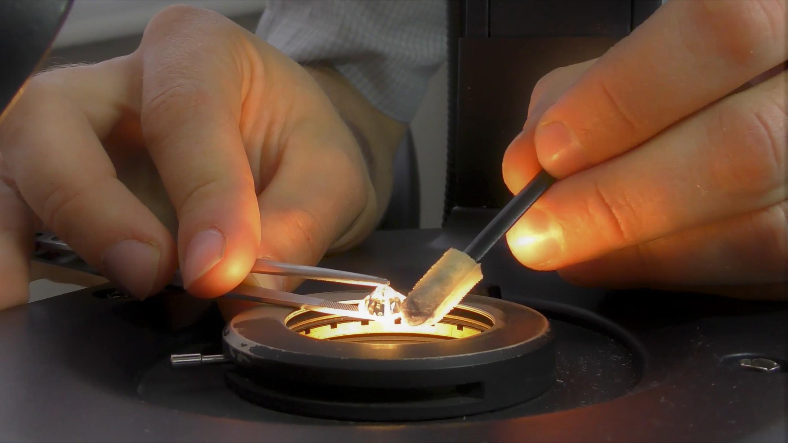 Инструменты для оценки драгоценных камней: линзы и микроскоп